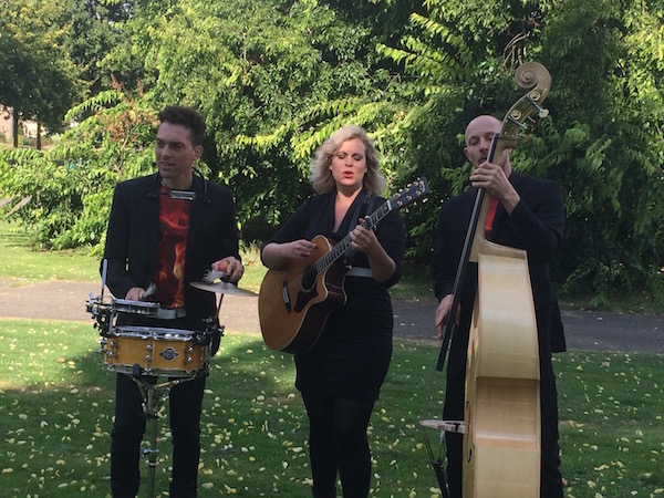 akoestisch trio Vuur & Vlam live muziek buiten